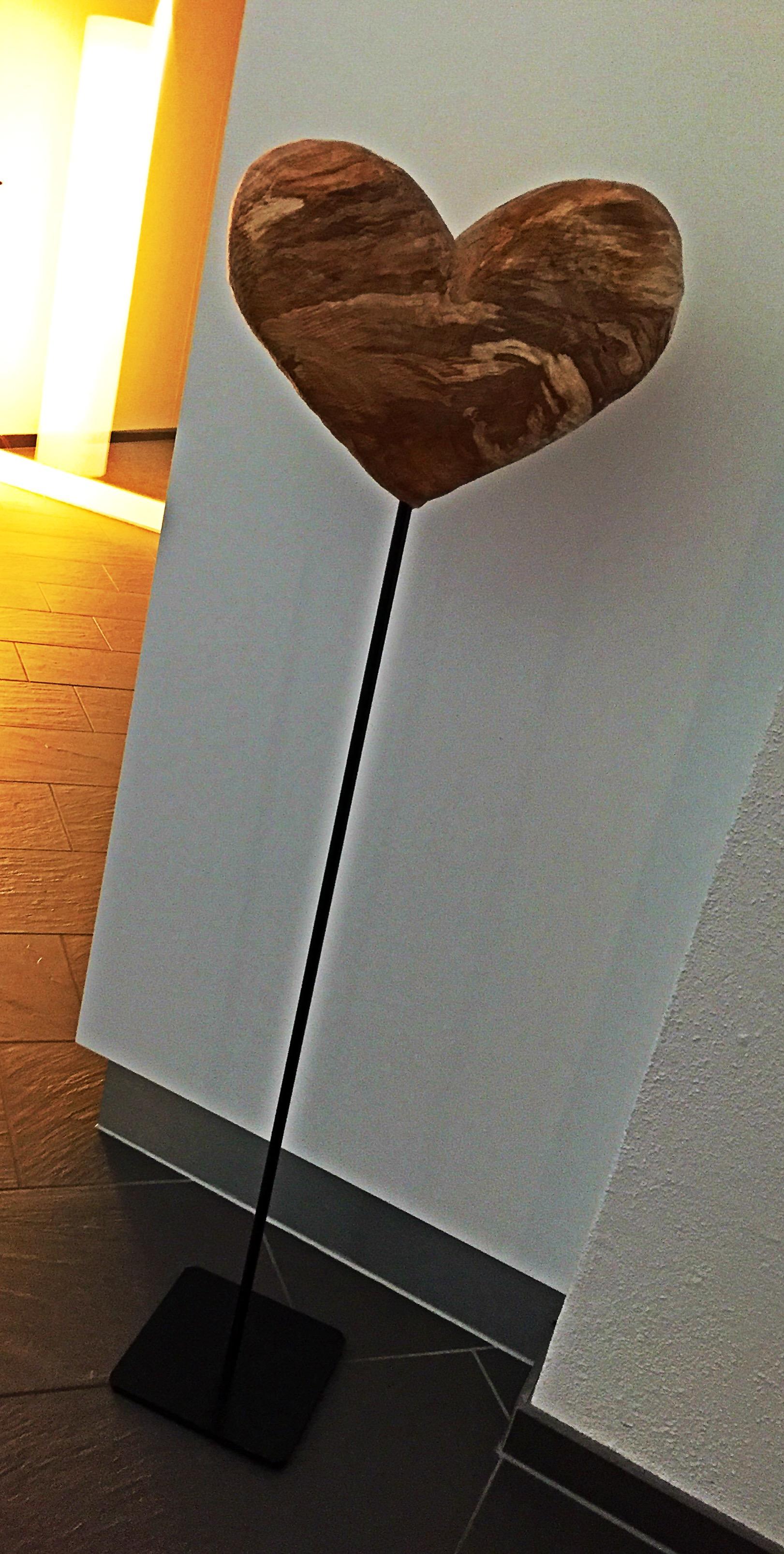 holzherz auf st nder carve. Black Bedroom Furniture Sets. Home Design Ideas